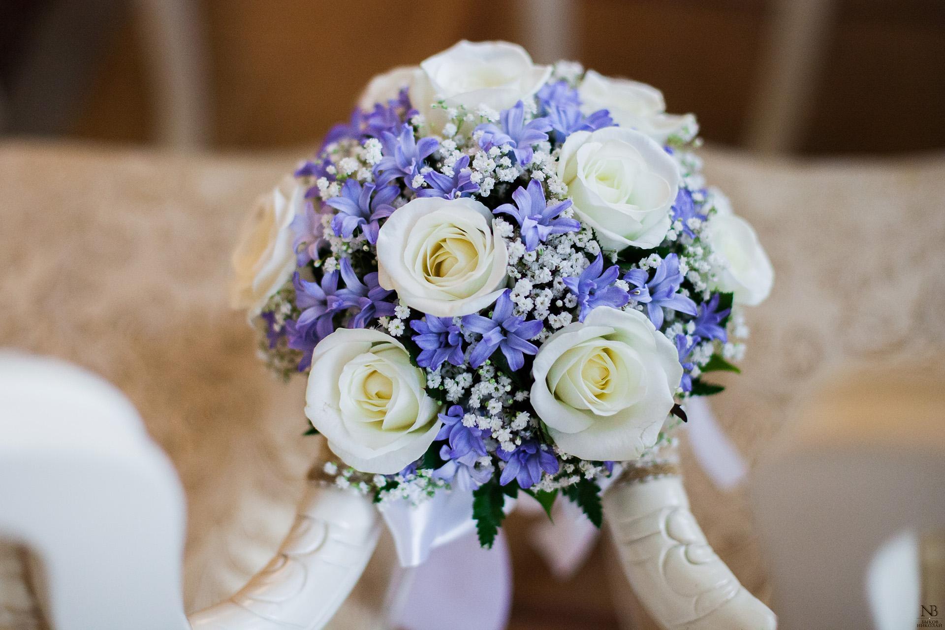 Букеты для свидетельниц на свадьбе фото